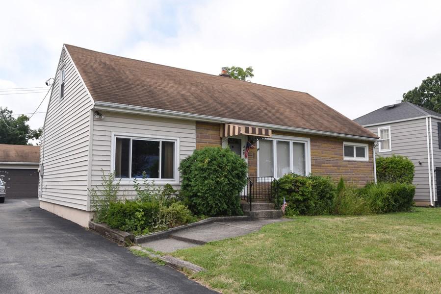 Buffalo Homes for Sale 449Southwood-exterior