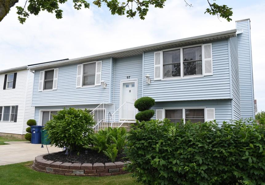 Buffalo Homes for Sale 97RebeccaPark-Exterior